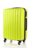 Bagage som består av stora resväskaryggsäckar, och loppet hänger löst isolerat på vit Royaltyfri Fotografi