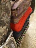 Bagage som matchas dåligt i flygplats Royaltyfria Foton