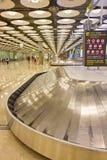 Bagagebälte i flygplatsen Fotografering för Bildbyråer