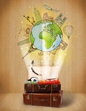 Bagagem com conceito da ilustração do curso em todo o mundo Fotografia de Stock Royalty Free