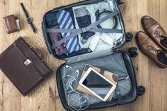 A bagagem completamente dos panos foto de stock royalty free