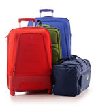 Bagagem que consiste nas malas de viagem isoladas no branco Foto de Stock Royalty Free