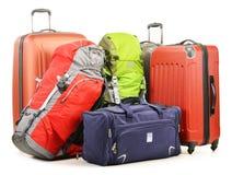 A bagagem que consistem em grandes mochilas das malas de viagem e o curso ensacam Fotografia de Stock Royalty Free