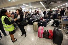 BAGAGES D'AÉROPORT DE L'EUROPE PORTUGAL LISBONNE Photographie stock libre de droits