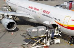 Bagages des avions chinois à Berlin, mai 2016 Images stock