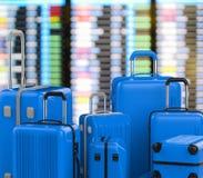 Bagages durs bleus de cas avec le fond d'aéroport Photographie stock libre de droits
