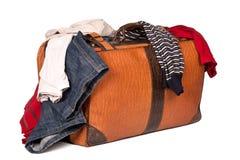bagaget isolerade overstuffed Royaltyfri Foto