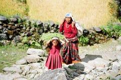 Bagagiste d'enfant de l'Himalaya, Népal Photographie stock