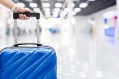 Bagagli al concetto di viaggio del terminale di aeroporto immagine stock