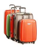 Bagagli che consistono di grandi valigie isolate su bianco Immagini Stock