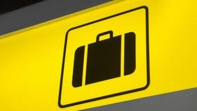 Bagagli del segno dell'aeroporto Fotografie Stock Libere da Diritti