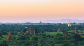 Bagan寺庙、stupas和塔 免版税库存图片