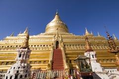 Bagan,缅甸, 2017年12月29日:Shwezigon塔在Bagan 免版税库存图片