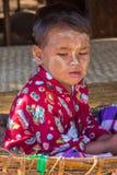 BAGAN,缅甸- 2014年11月28日:未认出的儿童游戏 库存图片