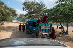 Bagan,缅甸- 10月20 :公共汽车的, bagan,缅甸(缅甸修士 库存图片