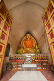 BAGAN,缅甸- 5月4 :在古老塔里面的菩萨雕象 库存图片