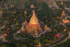 Bagan świątynie widzieć od gorące powietrze balonu obraz stock