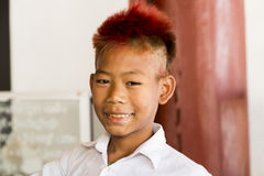 BAGAN, το Μάρτιο του 2015 του Μιανμάρ -15: Βιρμανός νεαρός άνδρας με την πορτοκαλιά τρίχα Bagan Στοκ εικόνα με δικαίωμα ελεύθερης χρήσης