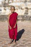 Bagan, Мьянма, 29-ое декабря 2017: Молодой буддийский послушник Стоковые Фото