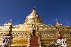 Bagan, Мьянма, 29-ое декабря 2017: Пагода Shwezigon в Bagan Стоковые Фото