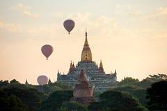 Bagan bij Zonsondergang, Myanmar. Stock Afbeeldingen