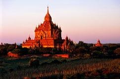 Bagan en la puesta del sol, Myanmar. Fotografía de archivo