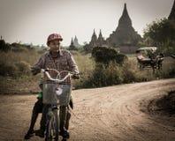 Bagan en stad av tusen tempel Arkivbilder