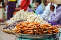 BAGAN, MYANMAR 11 ΣΕΠΤΕΜΒΡΊΟΥ 2016: Προμηθευτές τροφίμων οδών Στοκ φωτογραφία με δικαίωμα ελεύθερης χρήσης