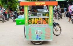 BAGAN, MYANMAR 11 ΣΕΠΤΕΜΒΡΊΟΥ 2016: Προμηθευτές τροφίμων οδών Στοκ Εικόνες