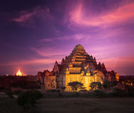 Bagan Myanmar bei Sonnenuntergang lizenzfreies stockbild