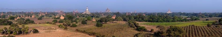 Bagan Myanmar, Burma Bred panorama av forntida buddistiska tempel Arkivfoton