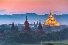 Bagan Myanmar den forntida templet fördärvar landskap i den arkeologiska zonen royaltyfria bilder