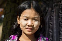 Bagan, Myanmar, Grudzień 27, 2017: Portret młoda dziewczyna z Tanaka pastą Obraz Royalty Free