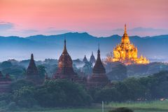 Bagan, Myanmar het oude landschap van tempelruïnes in de archeologische streek royalty-vrije stock afbeeldingen