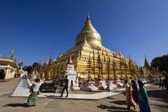 Bagan, Myanmar, le 29 décembre 2017 : La pagoda de Shwezigon dans Bagan Photos stock