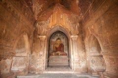 BAGAN, MYANMAR - 4 MAGGIO: Statua di Buddha dentro la pagoda antica Immagini Stock Libere da Diritti