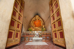 BAGAN, MYANMAR - 4 MAI : Statue de Bouddha à l'intérieur de pagoda antique Images libres de droits