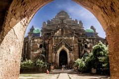 Bagan Myanmar på skymning - solnedgång royaltyfri fotografi
