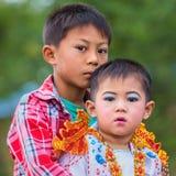 Bagan, Myanmar: Unidentifymyanmar kind in Festivaloptocht Royalty-vrije Stock Afbeeldingen