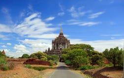 bagan myanmar vägtempel till Royaltyfri Fotografi