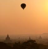 Bagan på solnedgången, Myanmar. Arkivbild