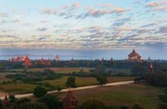 Bagan Pagodas tijdens zonsopgang, Myanmar stock foto