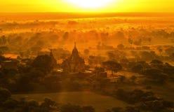 Bagan Pagodas tijdens zonsopgang, Myanmar stock afbeeldingen