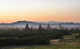 Bagan-Pagoden zur Sonnenuntergangzeit Mandalay-Region myanmar Lizenzfreies Stockbild