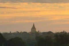 bagan soluppgång för myanmar pagodashwezigon Fotografering för Bildbyråer