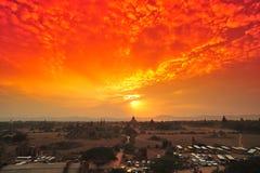 Bagan sous le coucher du soleil Images libres de droits