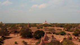 Bagan-Tempel auf Myanmar machen das Überholen von ZoomZeitspanne glatt stock footage