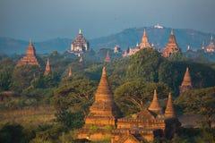 Bagan tempel på gryning Royaltyfria Bilder