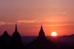 bagan2 nad wschód słońca świątyniami Myanmar zdjęcie royalty free