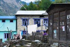 Bagarchhap-Dorf, Nepal - 24. vom April 2015 - nicht identifiziertes nepalesisches Mädchen in Nepal, Annapurna-Stromkreiswanderung Stockbild